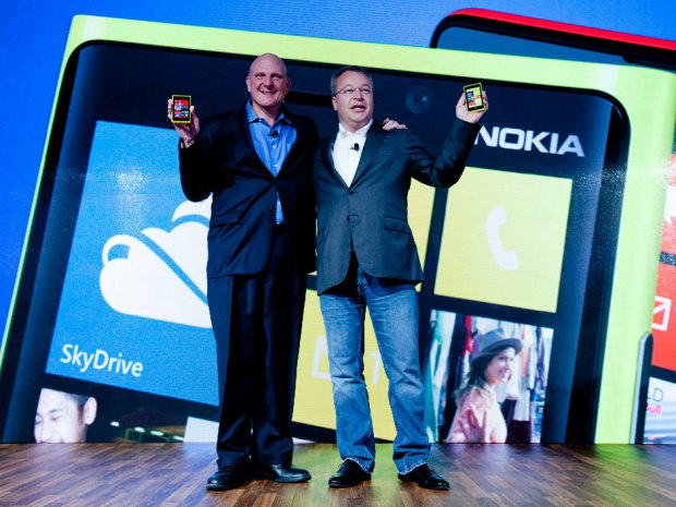 Nokia+chief+executive%2CStephen+Elop%2C+agrees+to+merge+companies+with+CEO+of+Microsoft%2C+Steve+Ballmer.