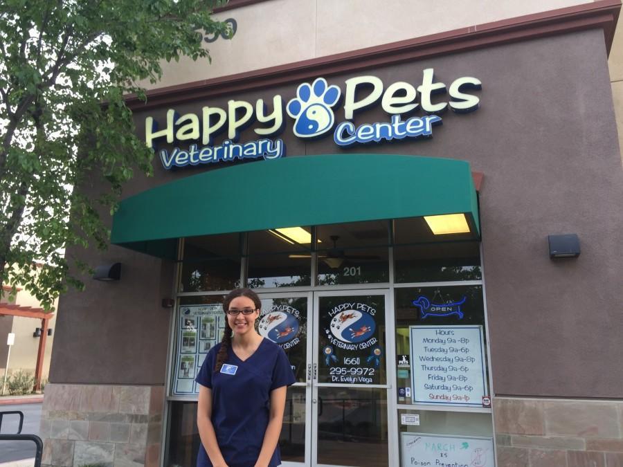 Amaya+Watters+interns+at+Happy+Pets+Veterinary+Center+in+Valencia.