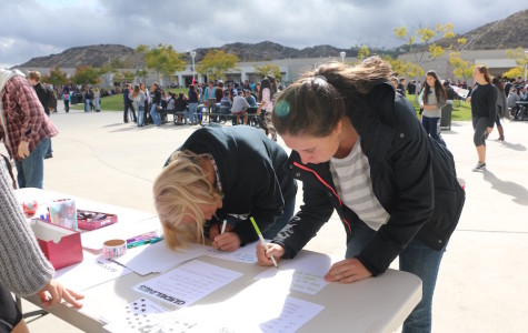 Students show their appreciation to soldiers