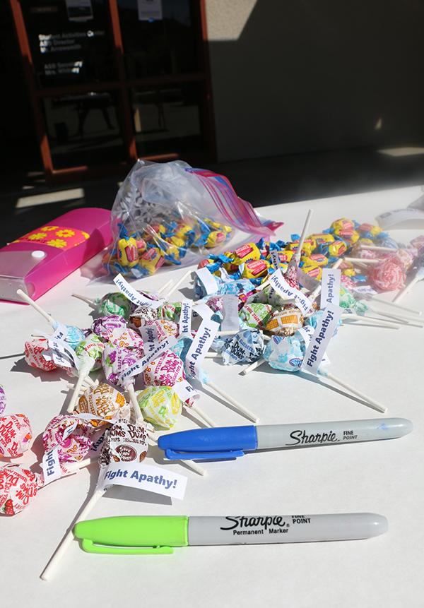 As+a+reward%2C+students+who+participated+were+each+given+a+piece+of+candy.+%28Image+Credits%3A+Sydney+Chang%29